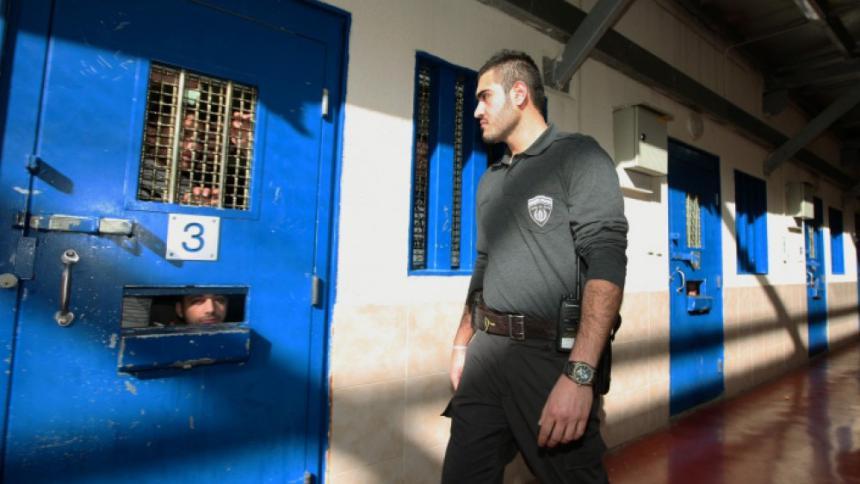 نادي الأسير يدعو المنظمات الدولية للضغط على الاحتلال لاتخاذ التدابير الوقائية داخل السجون