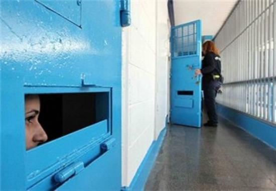 """مواجهة جديدة بين الأسيرات وإدارة سجن """"الدامون"""""""