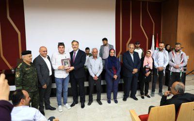 شبيبة ومجلس طلبة الجامعة الأمريكية يكرمون الوزير عساف وعددا من صحفيي القدس وجنين
