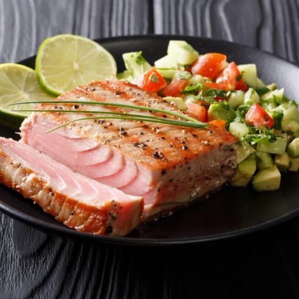 """ستة أطعمة صحية تتحول إلى """"سامة"""" عند تناولها بكثرة"""