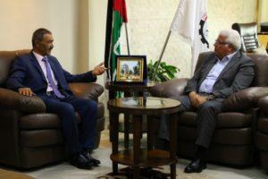 جامعة بوليتكنك فلسطين ونائب سفير دولة فلسطين لدى جمهورية الصين الشعبية يبحثان آفاق التعاون المشترك