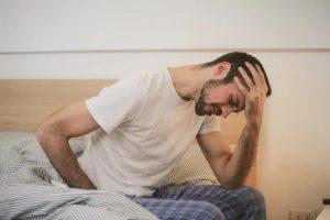 ما الذي يسبب عسر الهضم وما أعراضه الشائعة؟