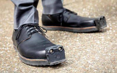 """حذاء جديد يجعل حركة """"المكفوفين"""" أكثر أمانًا"""