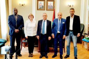 سفير فلسطين في روسيا يستقبل اللجنة المنظمة لجائزة روسيا الكبرى